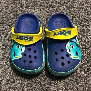 Dory crocs size 6 light up blue